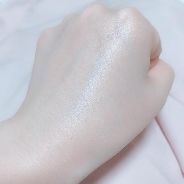 ツヤのある手